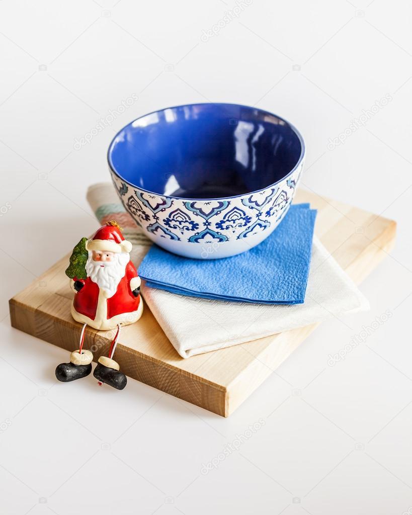 Utensilios de cocina de cerámica de varios colores para el tendido ...