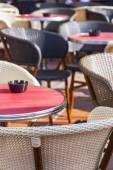 Nizza, Frankreich, am 7. März 2015. Kleinen Tischen Sommer-Café in der Altstadt