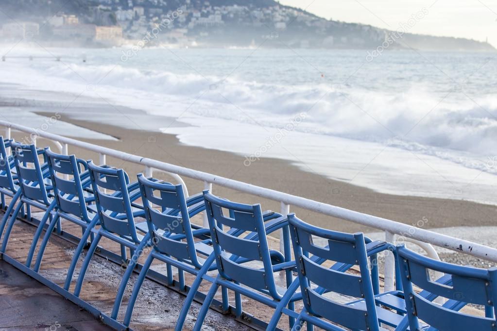 Sedie Blu Nizza : Nizza francia su gennaio sedie blu per i vacanzieri