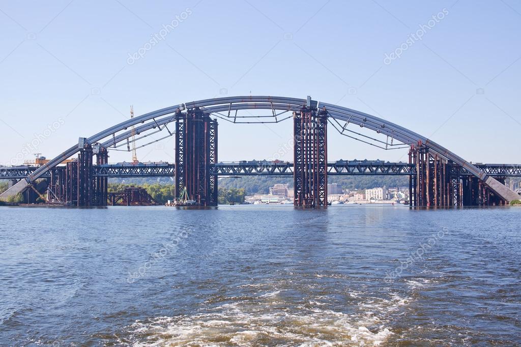 costruzione del ponte in ferro di tubi a kiev ucraina
