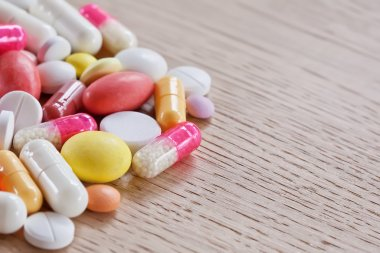 Multicoloured pills and capsules