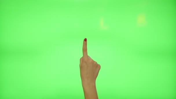 11 touchscreen gesta - ženské ruce s červenými nehty, na zelené obrazovce