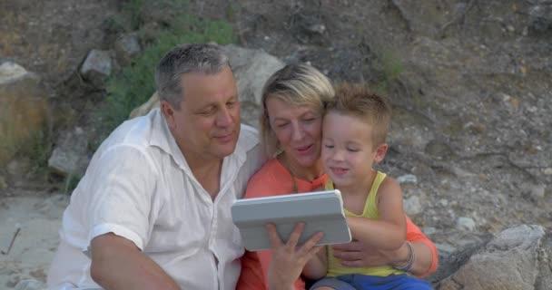 Prarodiče a vnuka s pad venkovní