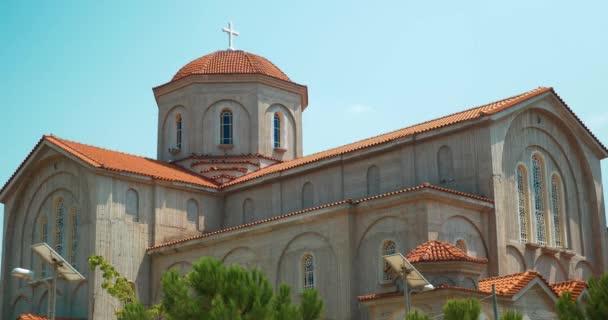 Chiesa di christian moderna con le batterie solari sistema di