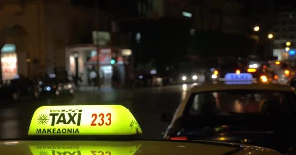 Taxi služby v noci město