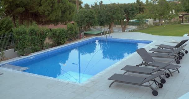 Cinemagraph - Schwimmbad im Hinterhof der Villa