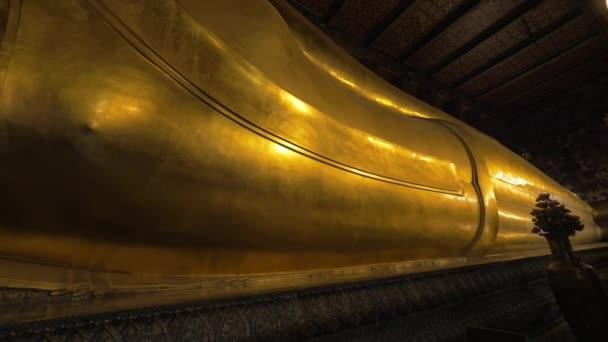Sklopná socha Buddhy v chrámu Wat Pho, Bangkok