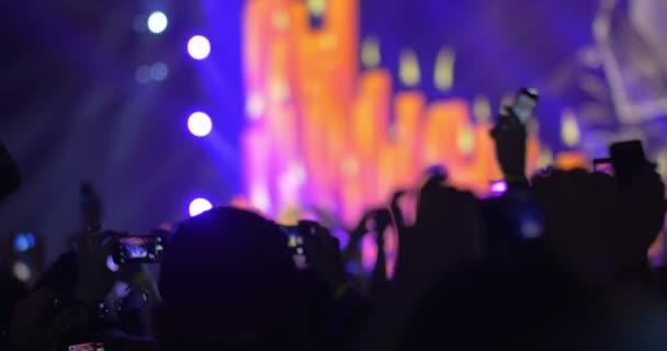 Az emberek birtoklás egy jó idő, a pop koncert