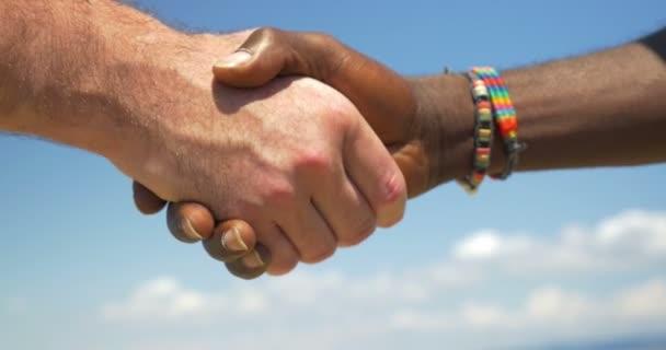 Handshake jako symbol mezinárodního přátelství