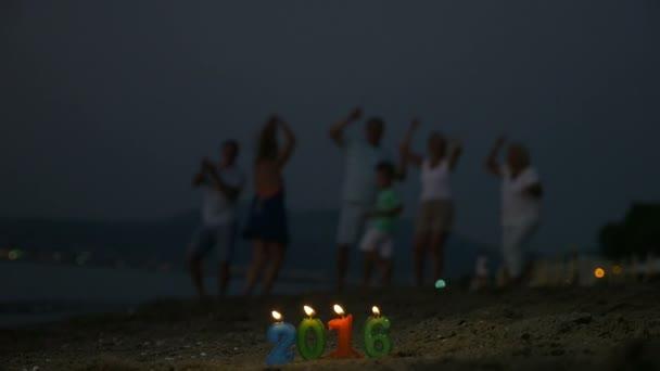 Újév ünnepe a strandon