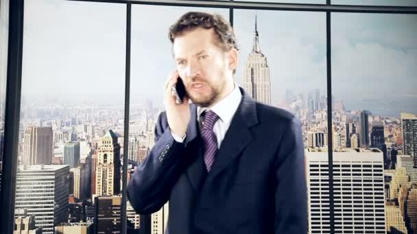 Obchodník mluví po telefonu