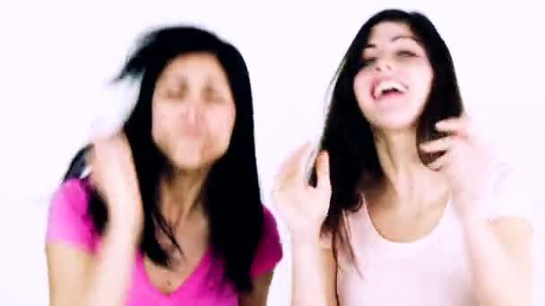 Due belle donne che esprimono gioia