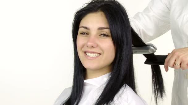 Női modell egyre kiegyenesített haj
