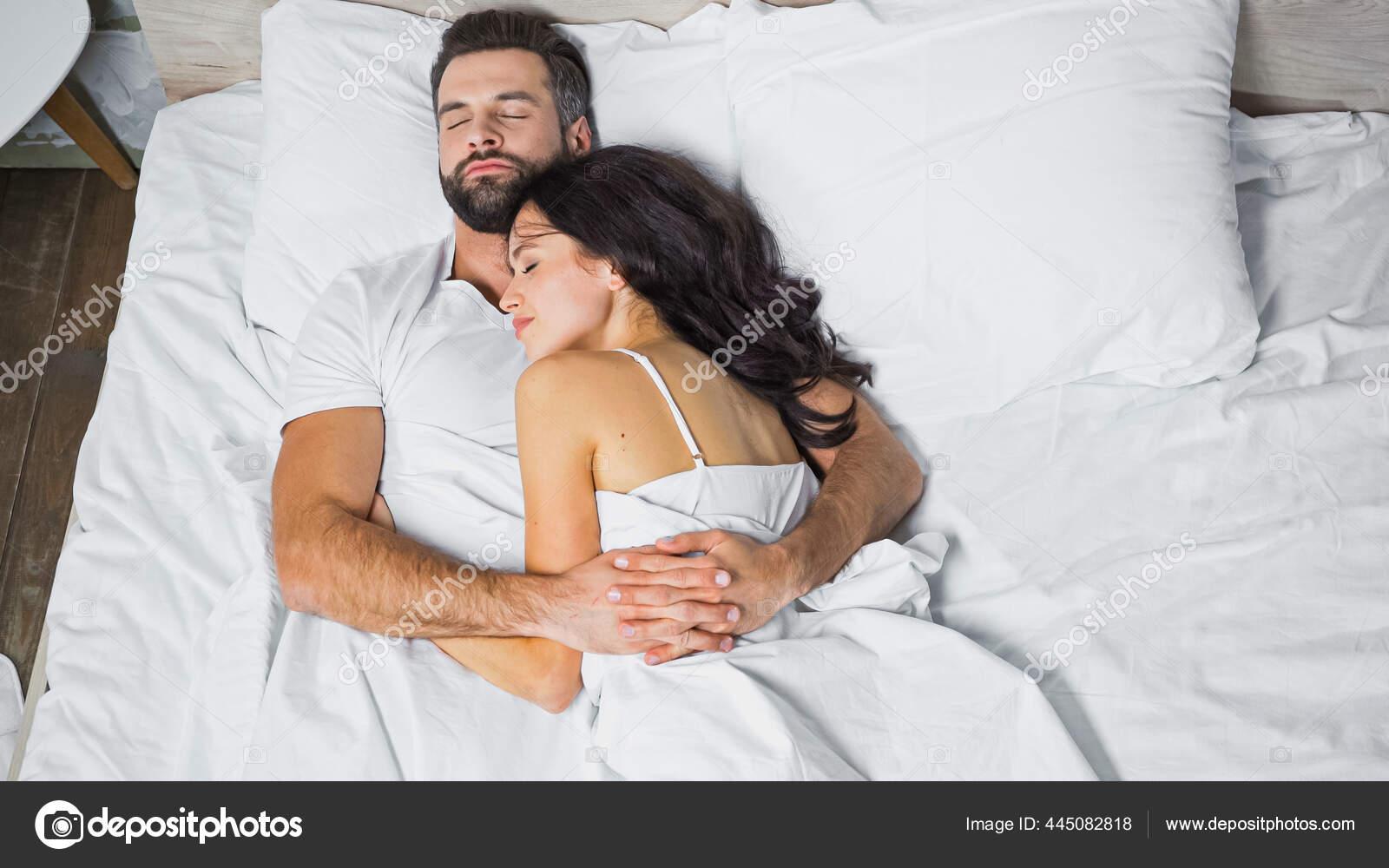 Фото спящих влюбленных пар поздравить девушек с работы на 8 марта