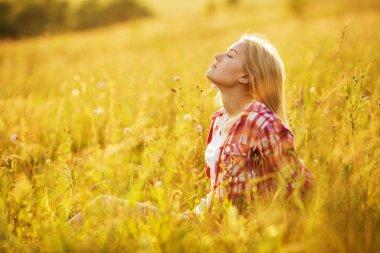 """Картина, постер, плакат, фотообои """"девочка закрытыми глазами в полевых цветах"""", артикул 59888113"""