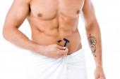 oříznutý pohled na sexy muže bez trička holení tělo izolované na bílém