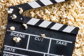 topview clapperboard sós popcorn, mozi koncepció