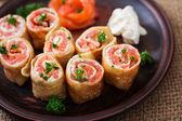 Fotografie Appetitlich Pfannkuchen mit Lachs