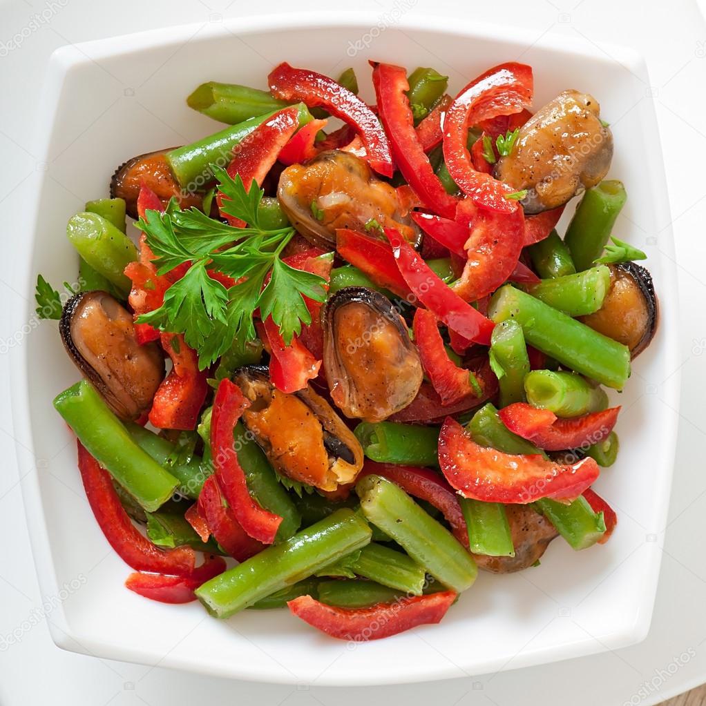 Fasulye Fasolie ile tavuk salatası