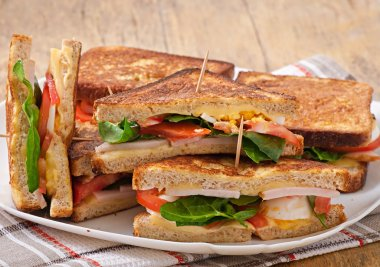 Club sandwiches with chicken and ham