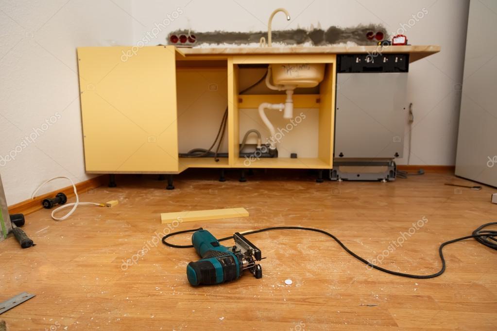 Montaż Zmywarki W Kuchni Zdjęcie Stockowe Garsya 87943348