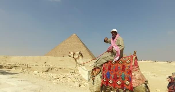 Egyptský muž na velbloudu