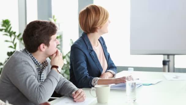 podnikatel a podnikatelka Poslech prezentace