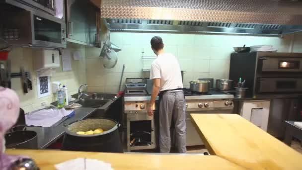 Küchenchef im Restaurantküche