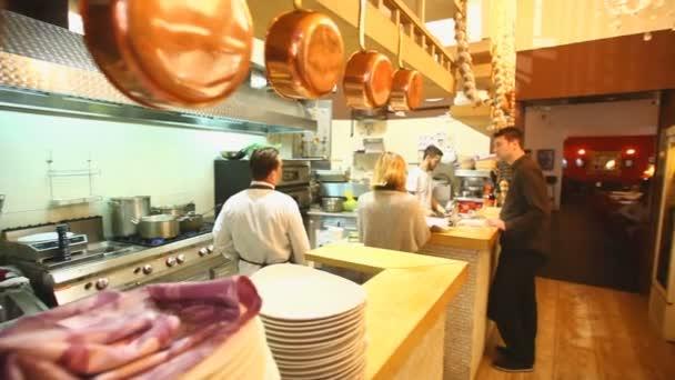 Restaurace a kuchyň interiér