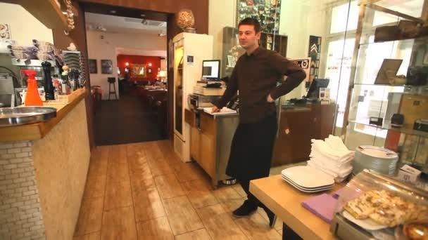 Číšník v restauraci