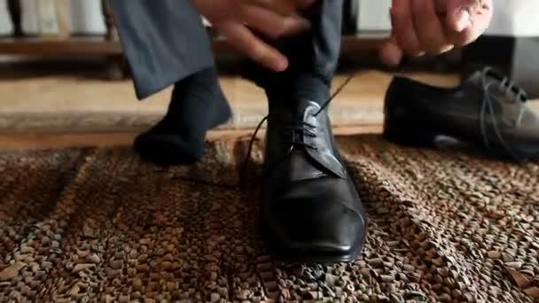 ember árukapcsolás cipőfűző