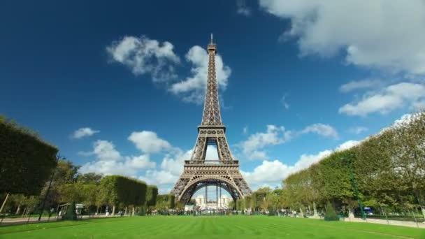 davy infront z Eiffelovy věže