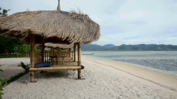 Bambusové chýše na pláži