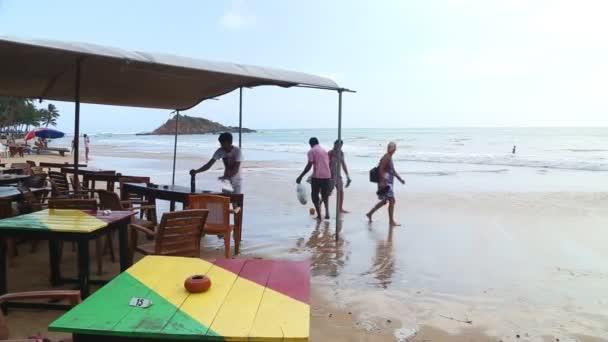 Plážový bar je omývané vlnami