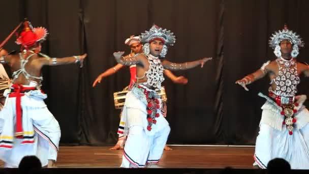 KANDYJSKÝ tanec výkon