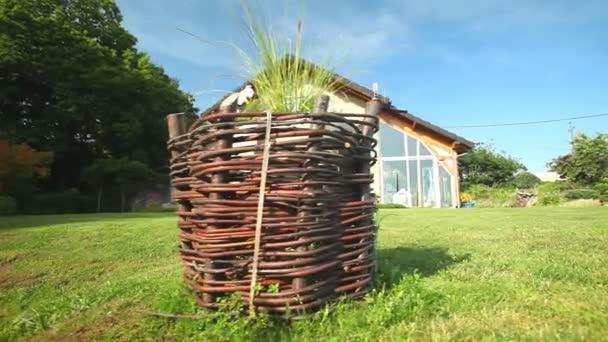 dřevěný dům a zahrada