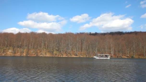 loď v národním parku Plitvická