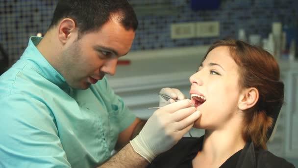 Muschi mädchen Videos von Frauen, die sich einer Halsoperation unterziehen