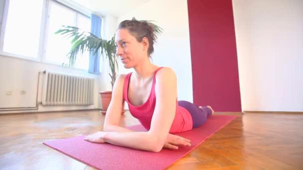 Fiatal jóga oktató terem