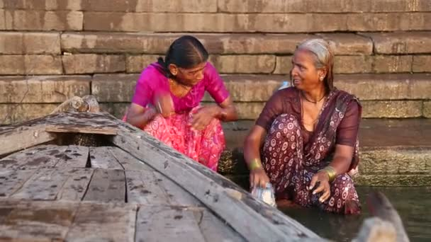 a2999683f15 Women bathing each other at Ganges river — Stock Video ...