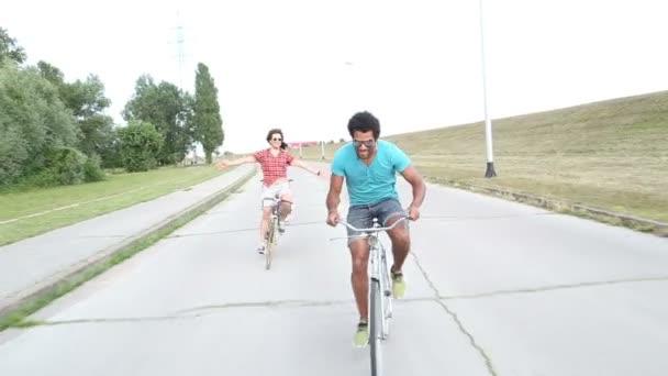 dospělí na kole venku