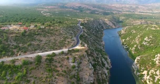 Letecký pohled na řeky Zrmanja, Chorvatsko