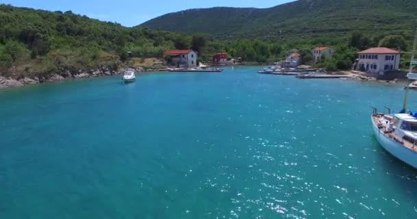 malý přístav na ostrově Cres