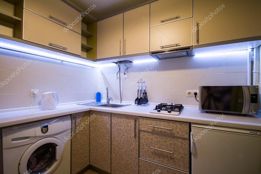 Moderne kleine Küche — Stockfoto © Ratatos #80878278