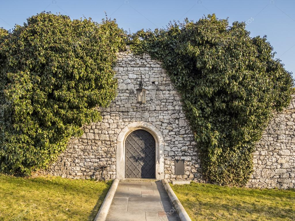 Castle stone wall and metal doors \u2014 Photo by ScorpionPL & Old castle wall and doors \u2014 Stock Photo © ScorpionPL #68783209 Pezcame.Com