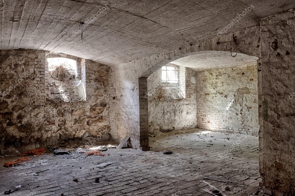 https://st2.depositphotos.com/1332413/7886/i/950/depositphotos_78867766-stock-photo-cellar-in-an-abandoned-mansion.jpg