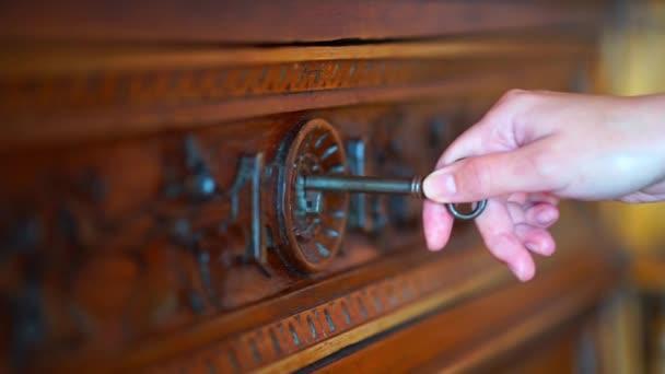Universální klíč do staré dírkou zámek