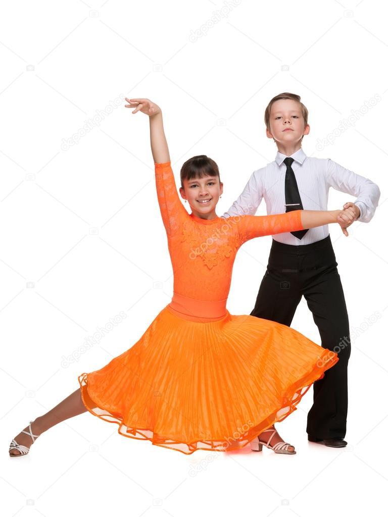 Смотреть видео Estos niños sorprendieron al mundo entero bailando Salsa на ВМире бесплатно