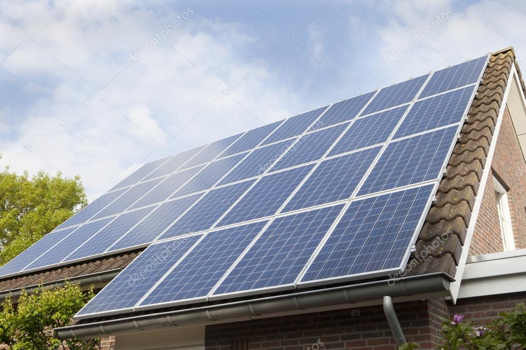 Techo de la casa cubierto de paneles solares foto de stock coendef 71766951 - Paneles solares para abastecer una casa ...