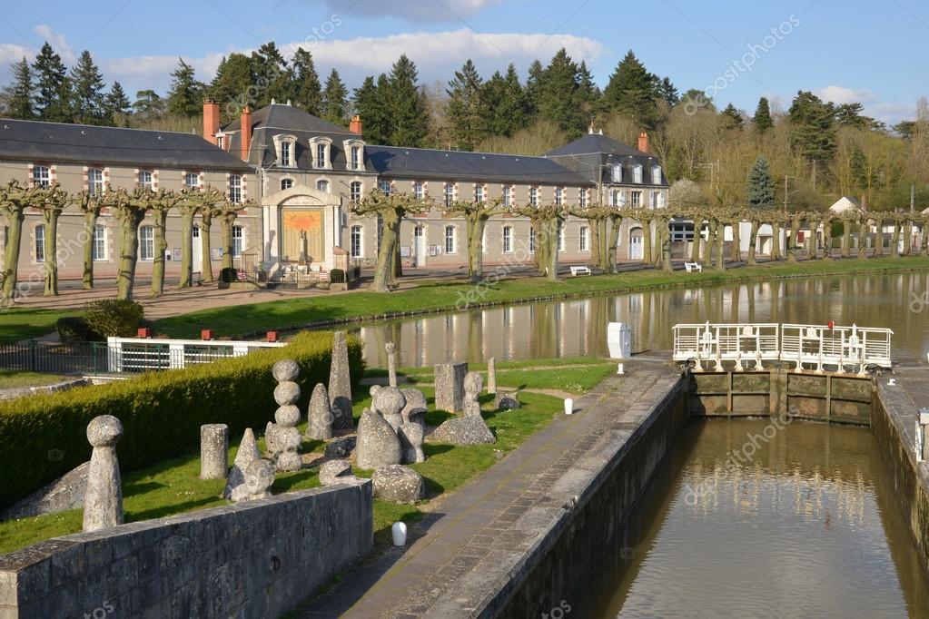 ロワレ県のブリアールの美しい町...